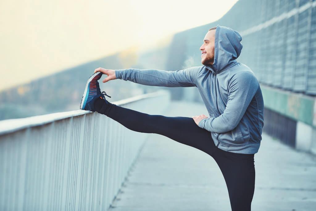 Courbatures: squats et étirements après la balade